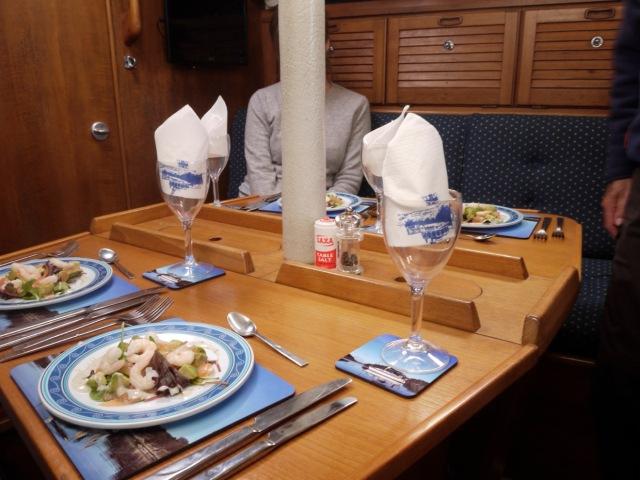 On Restaurant yacht Run Rig